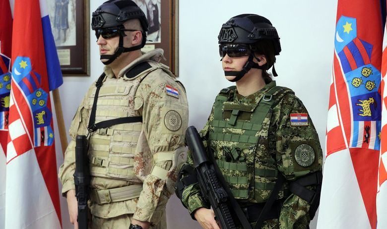 KRSTIČEVIĆ POTPISAO VRIJEDNE UGOVORE S HRVATSKIM TVRTKAMA Pogledajte nove uniforme Hrvatske vojske